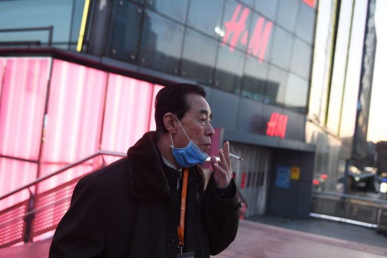 Study suggests smoking worsens COVID-19 effects, especially in men